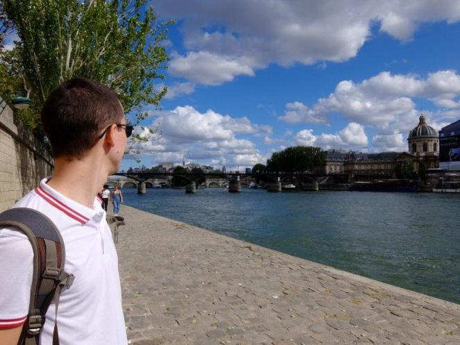Guy wearing sunglasses near River Seine