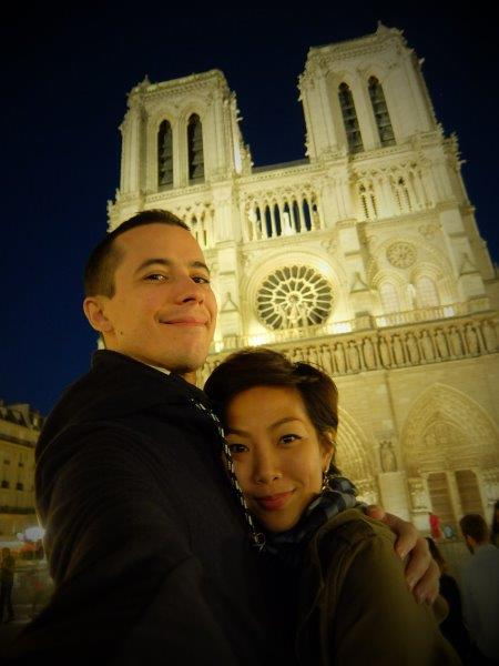 man and woman selfie in front of notre dame in paris