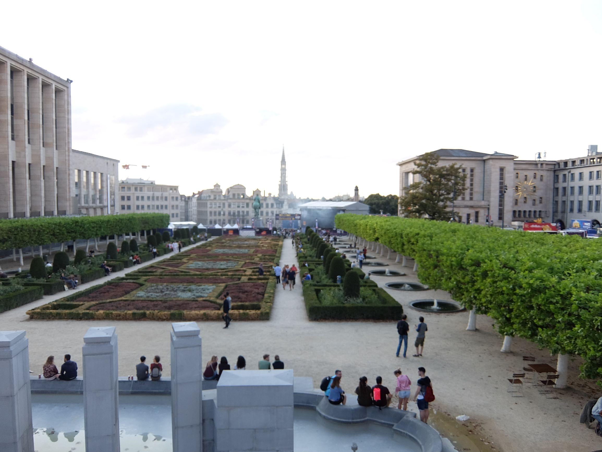 beautiful sculpted garden in Brussels
