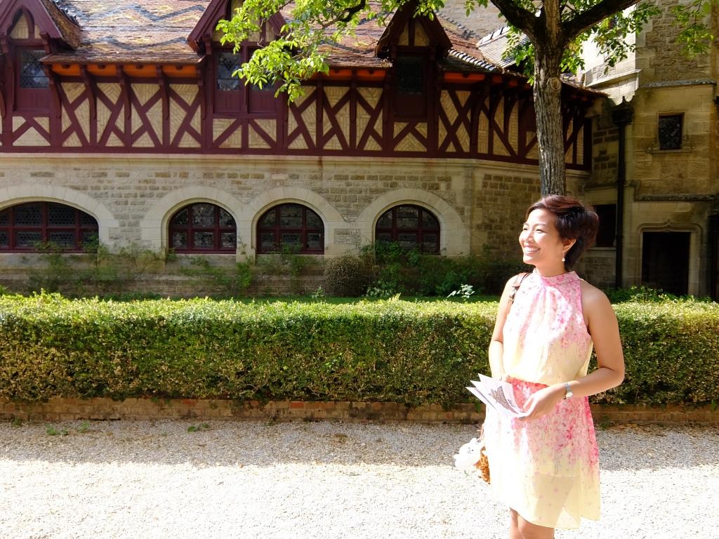 girl inside rochepot castle courtyard