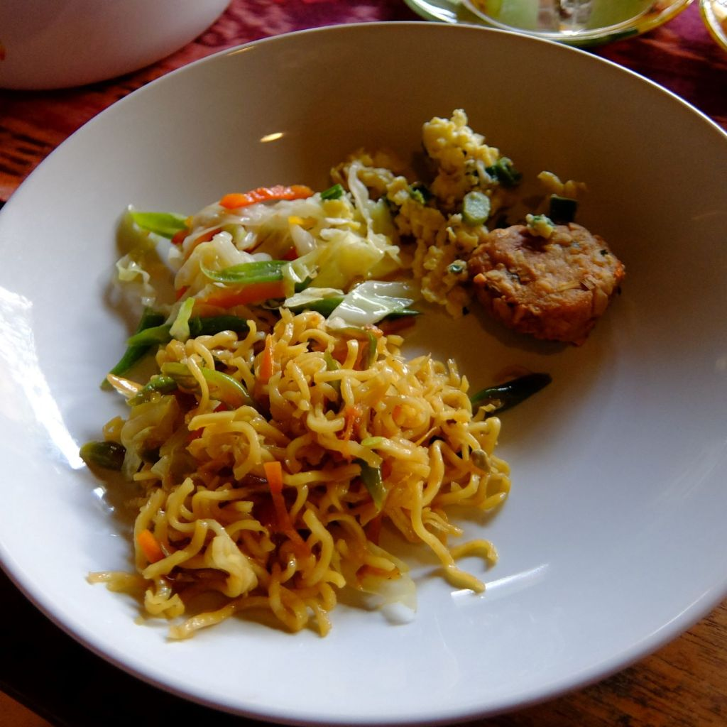 Indonesian friend noodles and cassava fritter