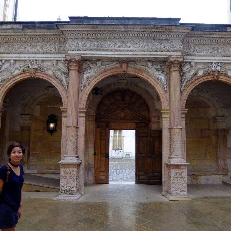 a facade with three arches in Dijon