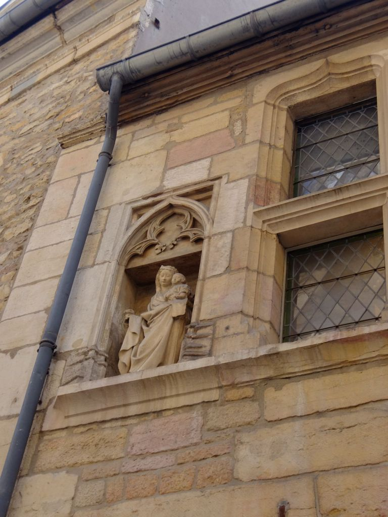 a statue on the facade of a building