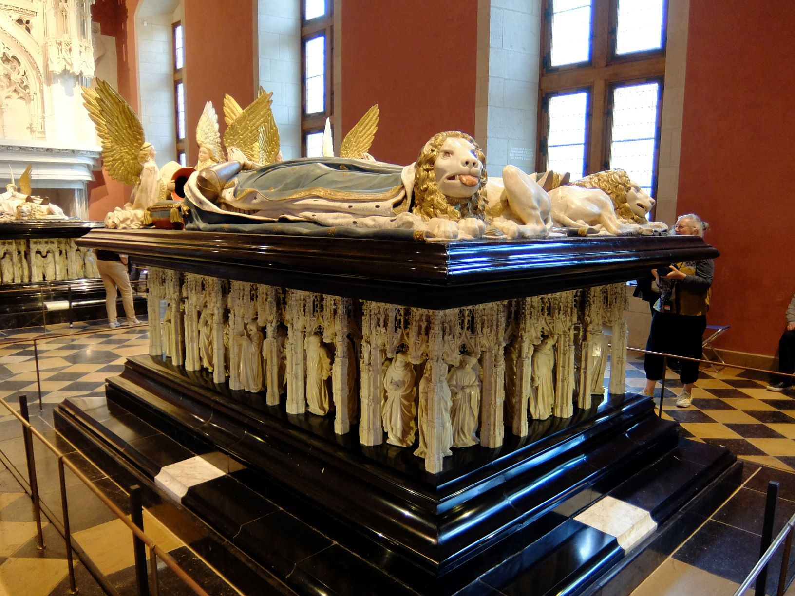 tomb of a duke of Burgundy in museum