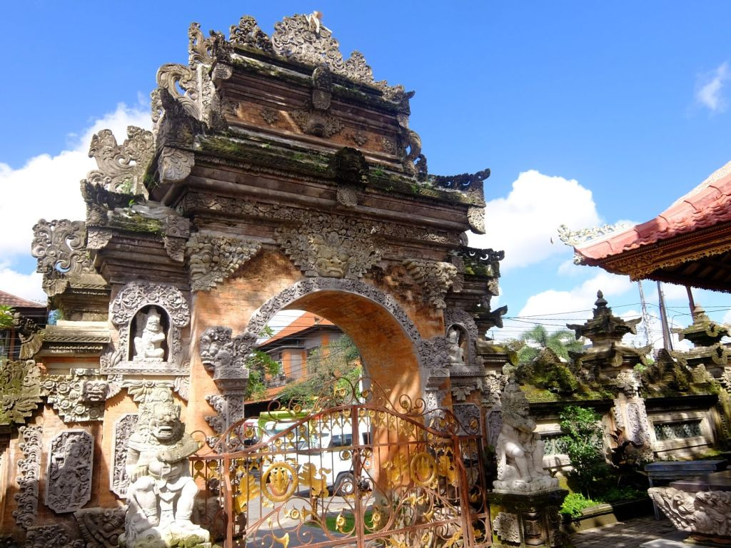 Balinese gate